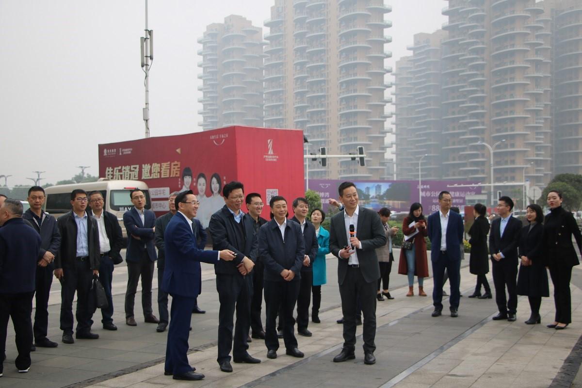 遂宁市政府常务副市长吴相洪带队考察泸州金融商业中心